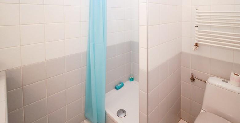 Conseils d'éclairage pour une salle de bains de petites dimensions