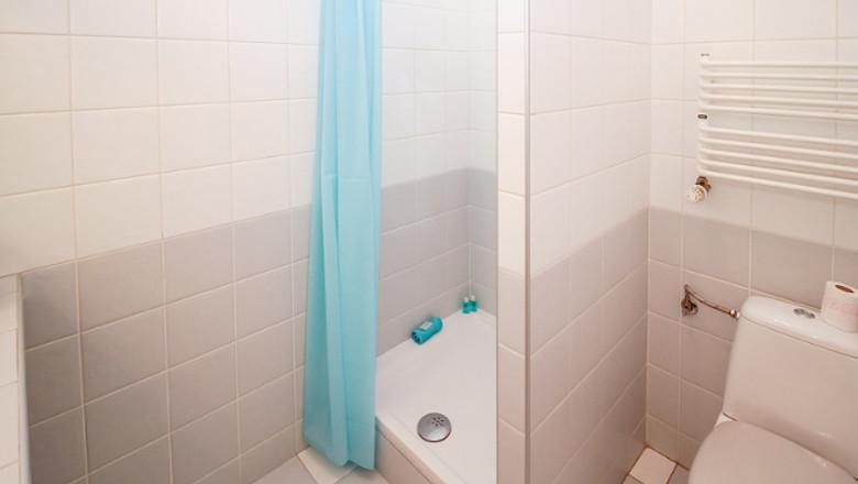 conseils d clairage pour une salle de bains de petites dimensions. Black Bedroom Furniture Sets. Home Design Ideas