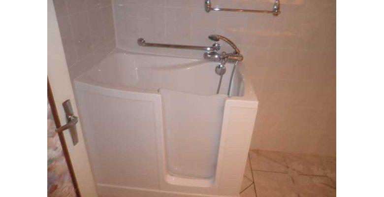 Pourquoi ajouter une porte à sa baignoire ?