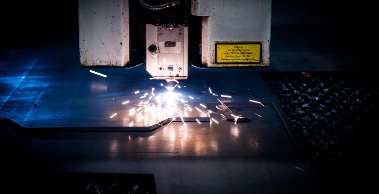 La découpe laser : une technique innovante qui révolutionne les entreprises industrielles