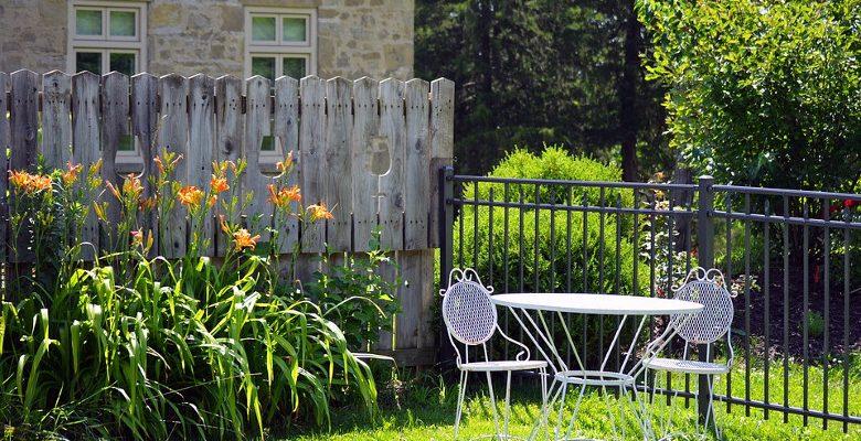 Aménager un jardin avec des plantes faciles d'entretien